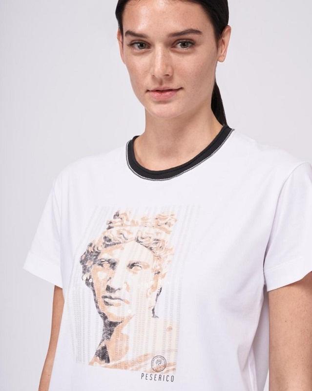 Koszulki z nadrukiem - jak nosić je ze smakiem?